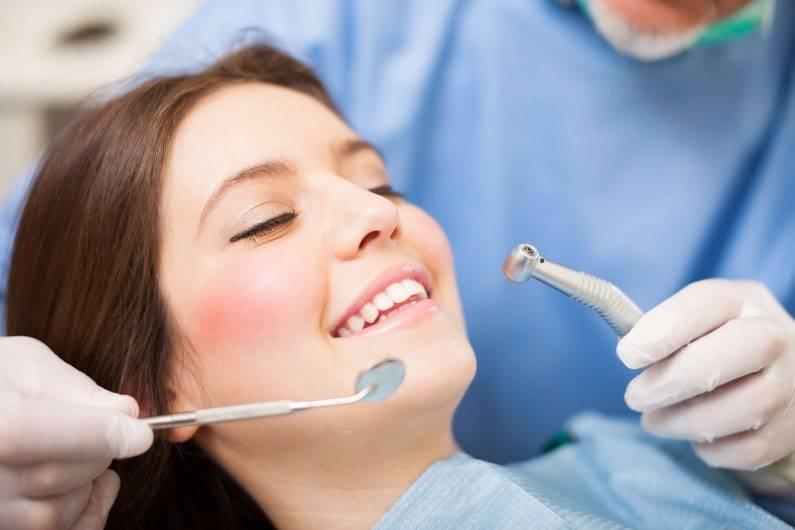 Impianti dentali e dolore ai denti