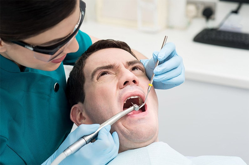Come evitare i conati di vomito dal dentista